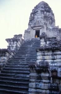 Cambodia_MonksAtAnkorWats2_